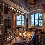 Bathroom of the double room with sea view